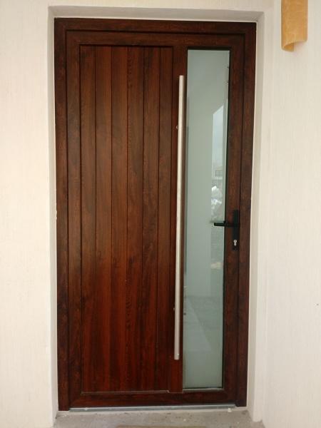 Foto puerta de pvc y doble vidrio de mas aluminio y - Puerta de aluminio y vidrio ...
