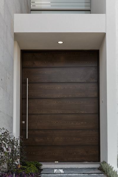 Foto puerta ingreso de 2m arquitectura 231671 habitissimo for Puertas de ingreso de madera