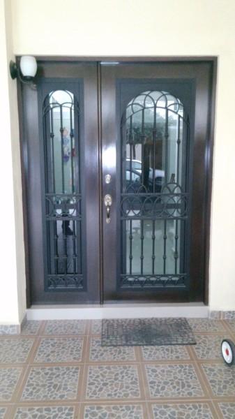 Foto puerta principal de forja de seinher dise o y for Precio de puertas de forja