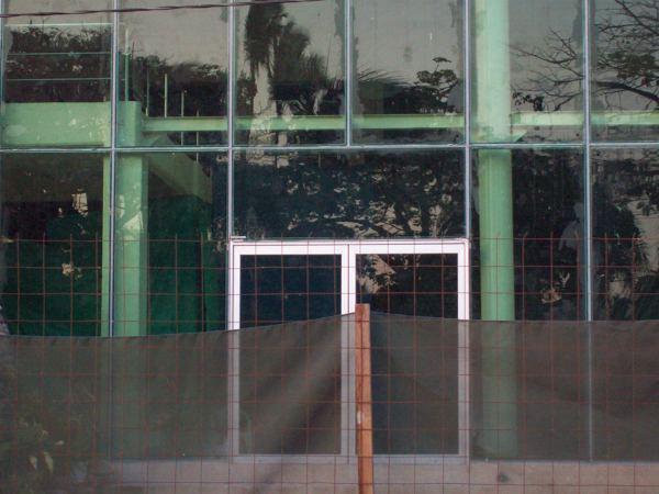 Foto puertas de acceso principal de canceleria mexico for Puertas de acceso principal