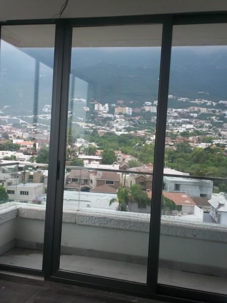 Foto puertas y ventanas de aluminio color gris titanio for Ventanas aluminio gris antracita