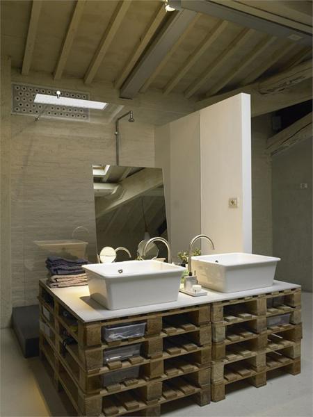 Foto gabinete de ba o hecho con tarimas de madera - Tarimas de bano ...