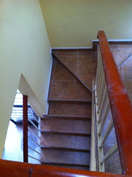Foto remodelaci n de primer piso y escaleras de grupo for Remodelacion de casas pequenas fotos