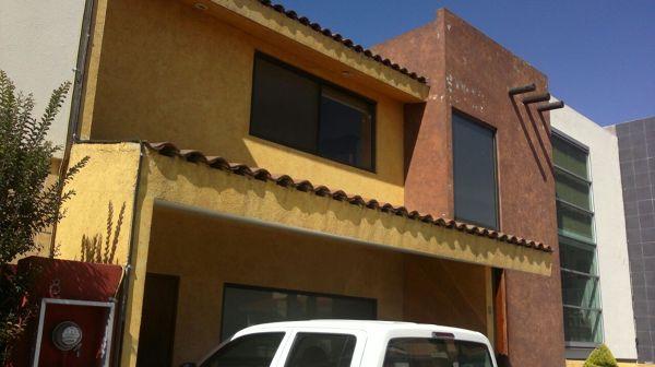 Foto remodelaci n fachada de jk construcci n for Casas con tablillas