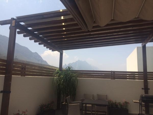 Foto techo vigas de madera y policarbonato de living 3d design 155066 habitissimo - Vigas madera techo ...