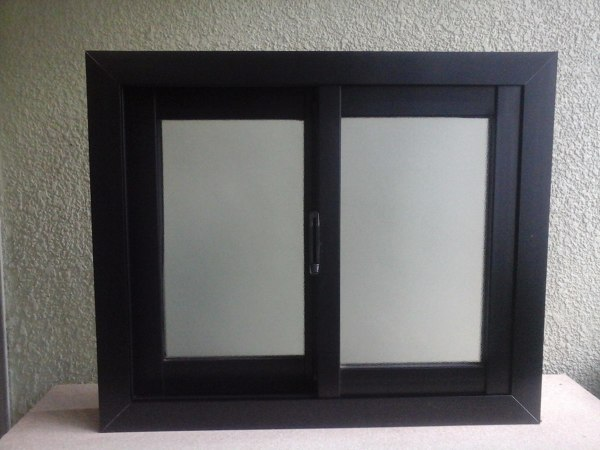 Foto ventana aluminio negro de c g m proyecta optimiza for Ventanas de aluminio colores precios
