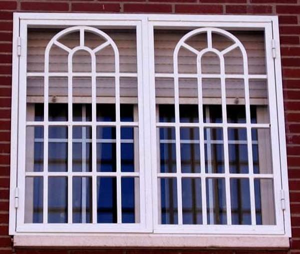 Foto ventana tipo gotico sercha medio arco de aluminio y for Tipos de aluminio para ventanas