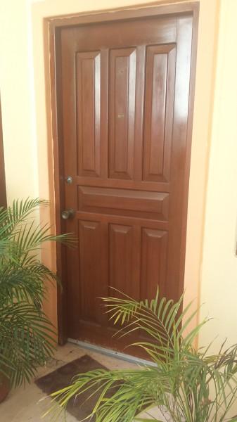 Foto vieja puerta de madera de aluminios de quintana roo for Puerta vieja madera