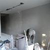 Aplicación de yeso en plafon, en un espacio para sala comedor