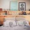 Cabecera de cama con repisas