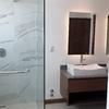 Baño principal con doble lavabo