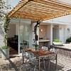 Terraza con toldo de bambú