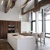 Cocina comedor con vigas de madera