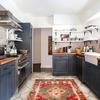 Cocina con azulejos en la pared