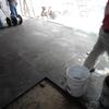 Colocación de piso de recinto.