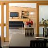 Puertas correderas de madera clara