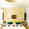 dormitorio con vestidor en el cabecero