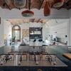 Sala y cocina con espejos