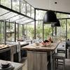 Cocina fabricada con concreto y madera