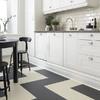 Cocina con piso de linóleo