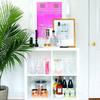 Mueble minibar con bebidas