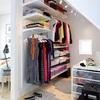Clóset y vestidor con estantes, barras y cestos