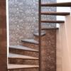 papel tapiz en muro de escalera