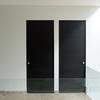 Proveer puerta de malla  doble abatimiento de malla con cintas PVC.