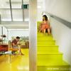 Sala y escaleras con revestimiento de resina epóxica