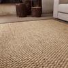Piso con alfombra de fibra natural