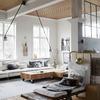 Sala con el techo de madera