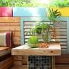 Terraza con muebles hechos con tarimas de madera