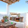 Terraza blanca estilo mediterráneo