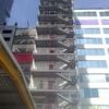 Vista panorámica de escaleras de emergencia.