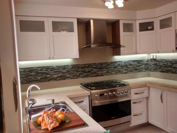 D nde puedo cambiar las encimeras de una cocina integral for Una cocina integral