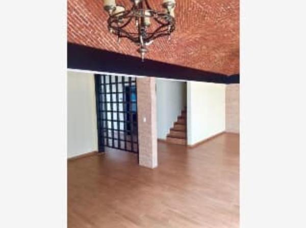¿Cuánto costaría hacer y colocar una puerta de madera?