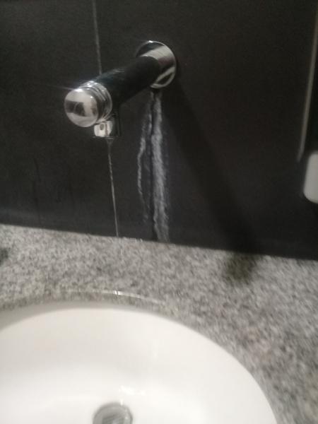 Cu nto cuesta cambiar cespol y reparar una fuga del for Cuanto cuesta un lavabo