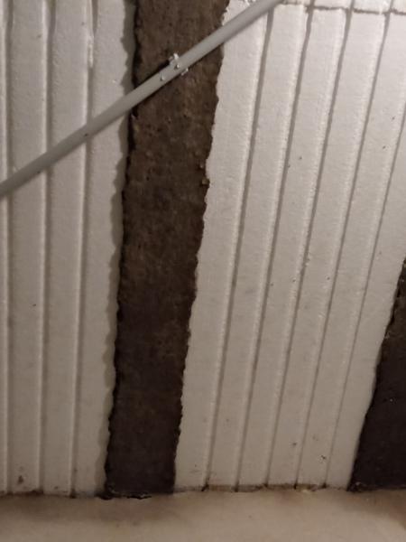 ¿Tengo una losa nueva con carpeta, y me gotea agua aunque no llueva, que puede ser?