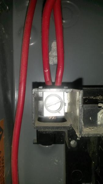 ¿Es correcto empalmar dos cables calibre 10 para sustituir un calibre 8?