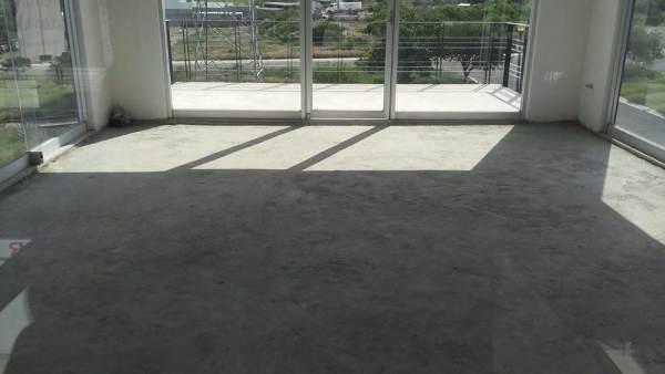 ¿Cuánto costaría un piso de concreto pulido en un local que ya tiene piso firme?