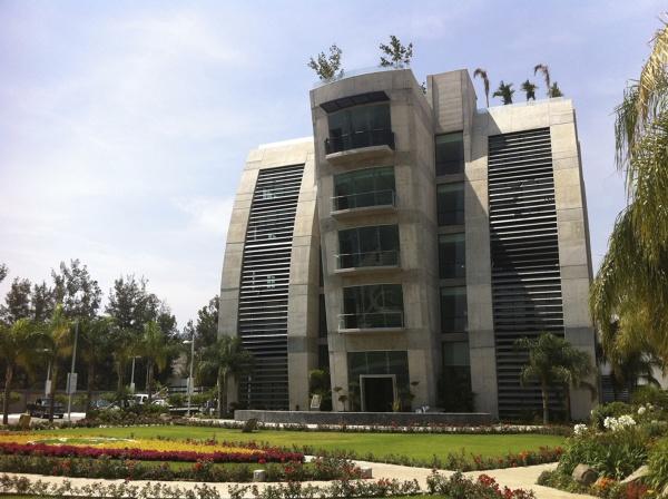 ¿cómo se llama el arquitecto que diseñó este edificio? ¿en qué fecha inició y terminó el proyecto?