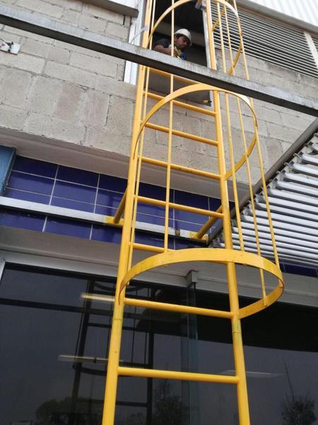 ¿Cúanto cuesta una escalera como la de la imagen?