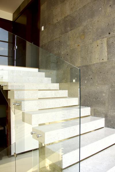 Cu nto cuesta este tipo de trabajo con cristal templado for Cuanto vale una escalera