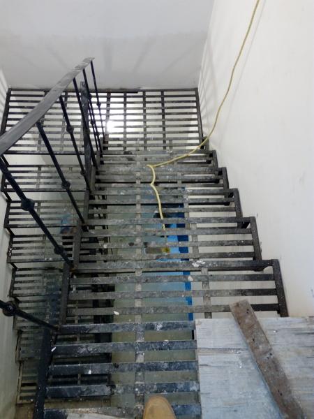 ¿Cuánto cuesta construir una escalera para una altura de 2.87 metros?