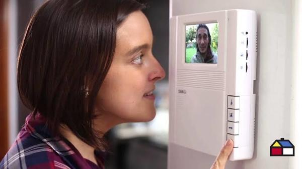 ¿Cuánto costaría la instalación de un interfón con videocámara?