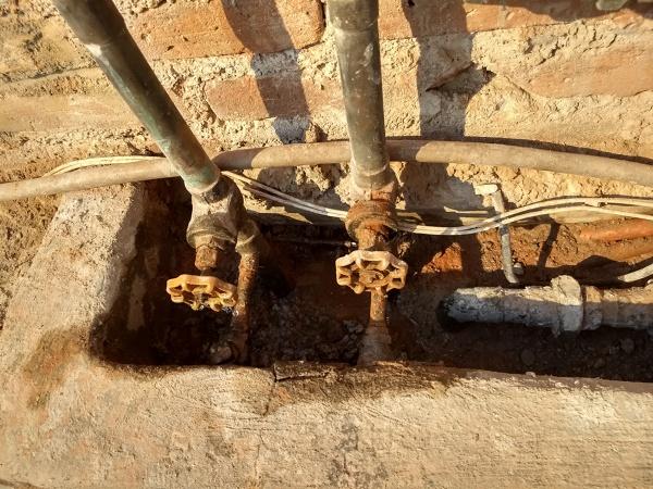 ¿Cuánto cuesta cambiar la llave de paso principal desde la cisterna?