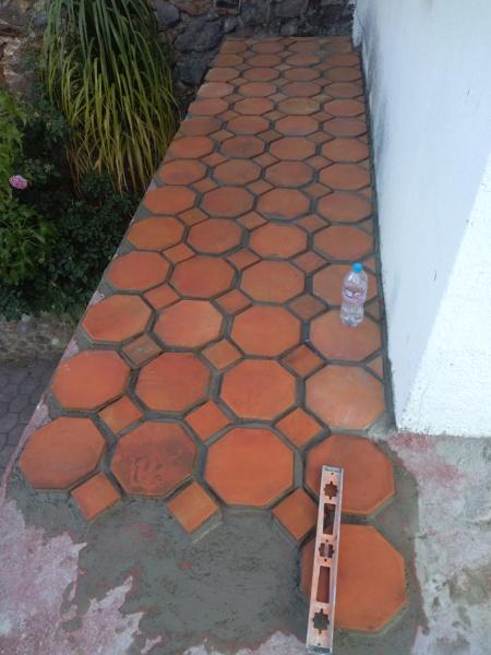 ¿Cuánto costaría la colocación de baldosa para piso exterior?