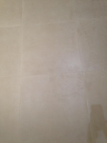 Necesito ayuda para que un profesional arquitecto realice evaluación de piso de porcelanato instalado
