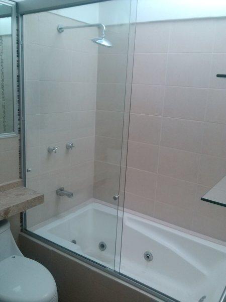 ¿Cuánto cuesta instalar este cancel para baño?