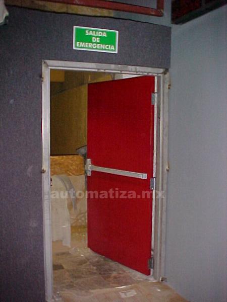 ¿Cuánto cuesta una puerta de emergencia con barra antipánico?